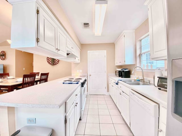 🌟Spacious, Stylish Home in Northeast Tallahassee