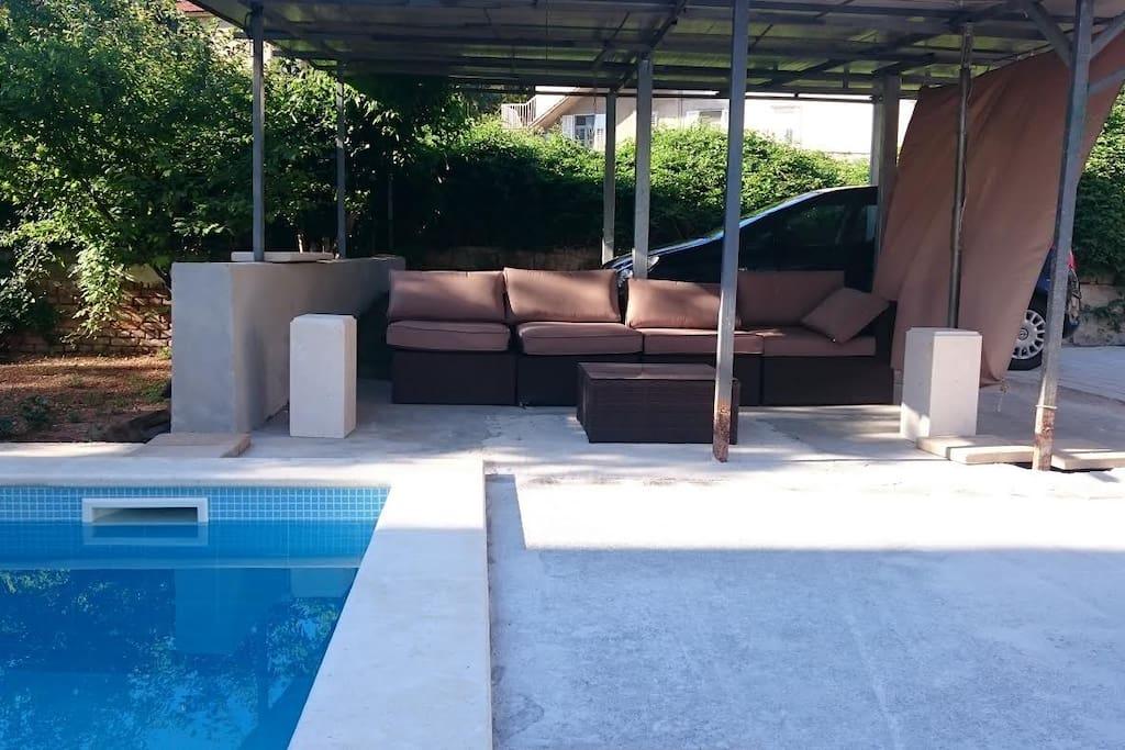 Sitting area near the pool