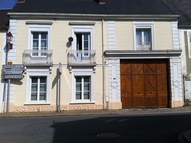 3 chambres dans grande maison - Saint-Rémy-de-Sillé - Huis