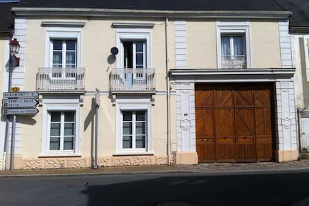 3 chambres dans grande maison - Saint-Rémy-de-Sillé