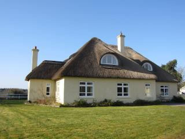 Beautiful & cosy thatched house
