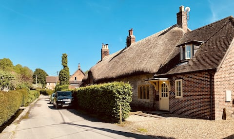 Lovely thatched cottage in a glorious location!
