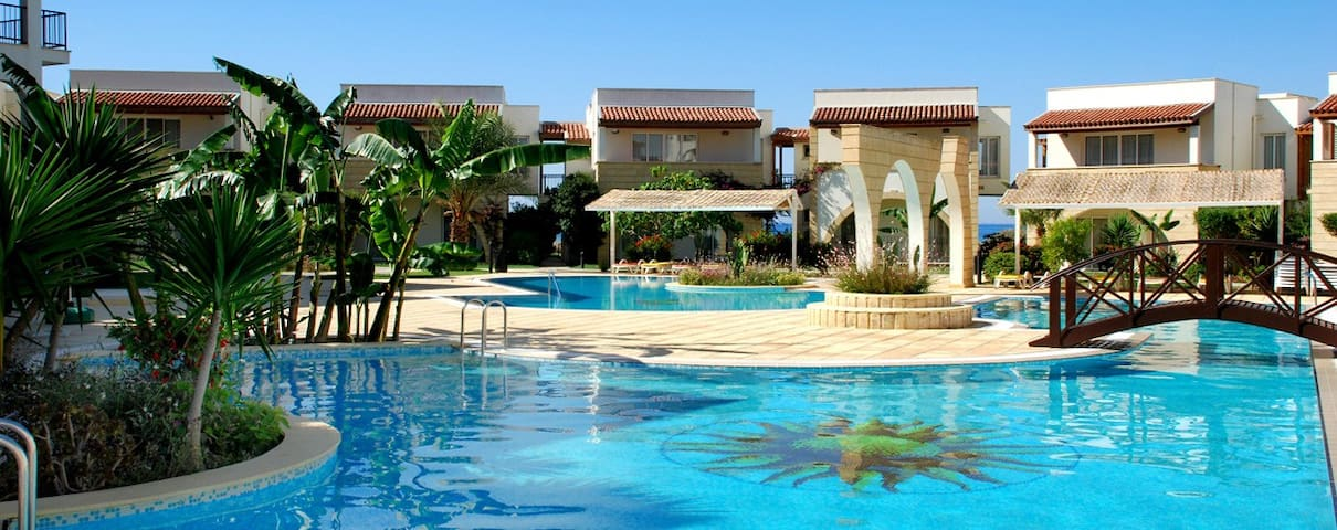 Poolside 2Bed apt Beach front complex North Cyprus