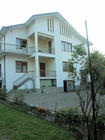 Appartamento a Giaveno, tra Torino e le Alpi Cozie