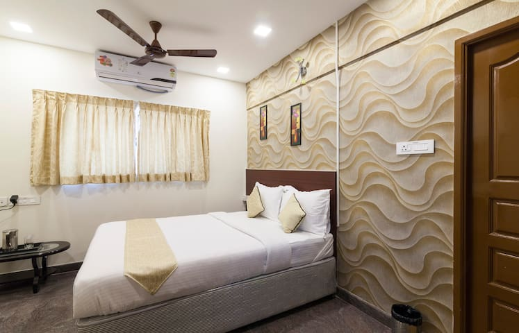 Private Bedroom with AC - Chennai - Bed & Breakfast