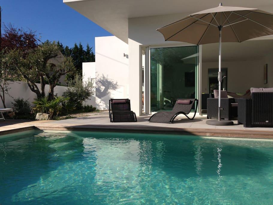 Maison d 39 architecte avec piscine maisons louer saint for Piscine saint florent