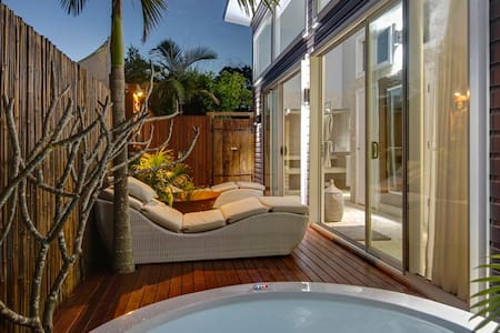 BATHHOUSE WELLNESS SUITE BYRON HINTERLAND - Newrybar - Daire