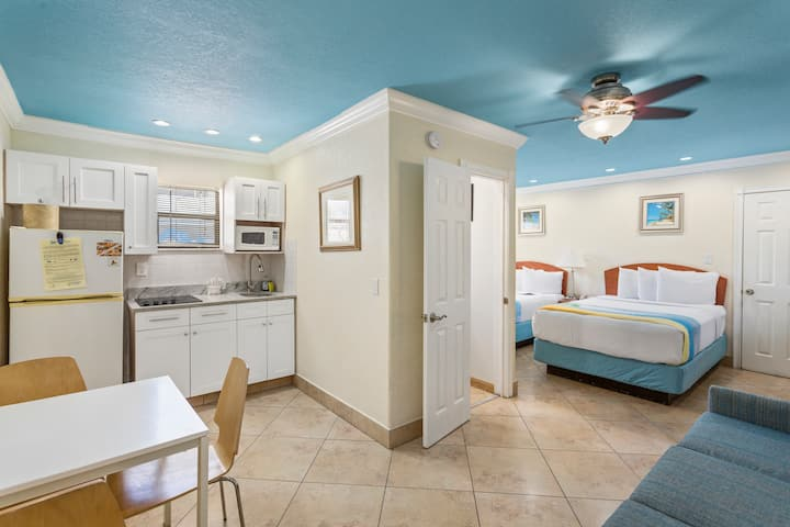 Waterfront Boutique Hotel - Sleeps 6 - Two Double Beds and One Sleeper Sofa
