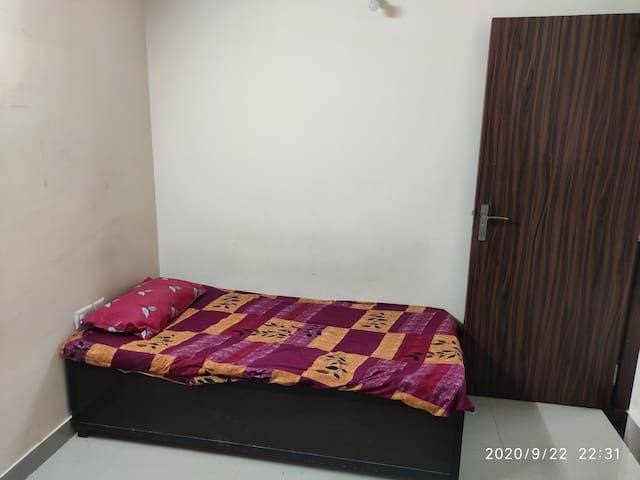 Second single bed romm