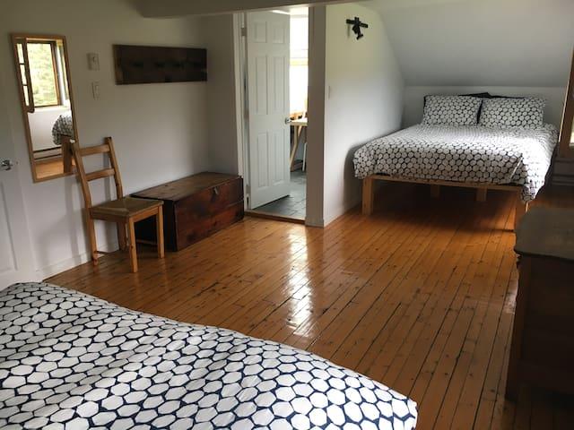 Room on the left: 2 queen beds