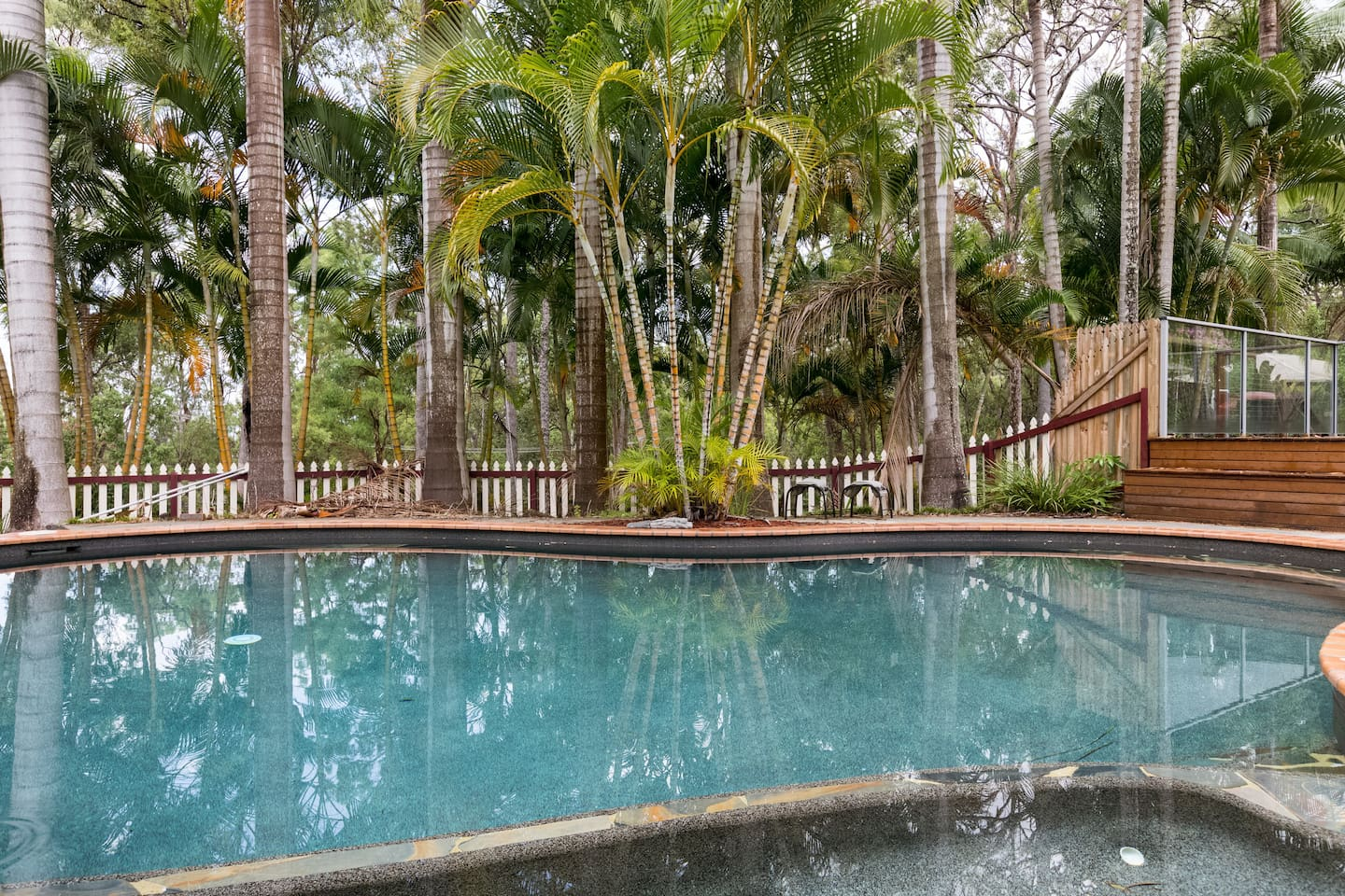 You can use the refreshing pool, and the spa is always set to 38 degrees. Great in summer and winter.