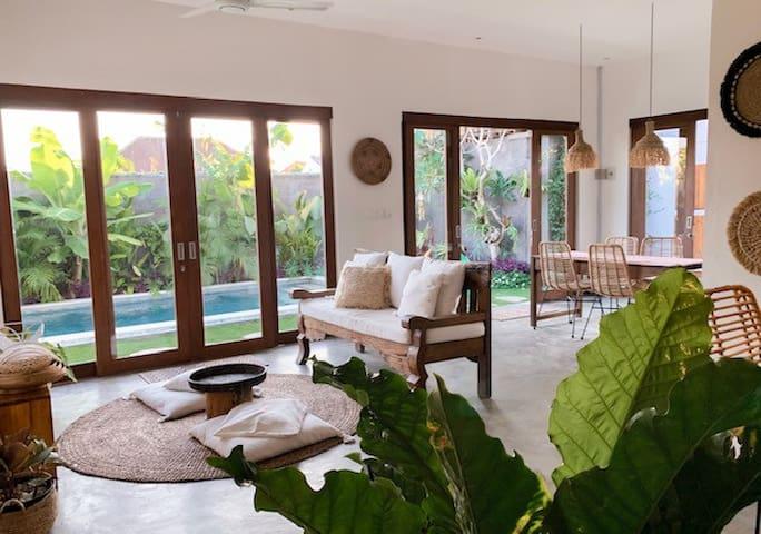 Stylish 2 bedroom villa in the heart of Canggu