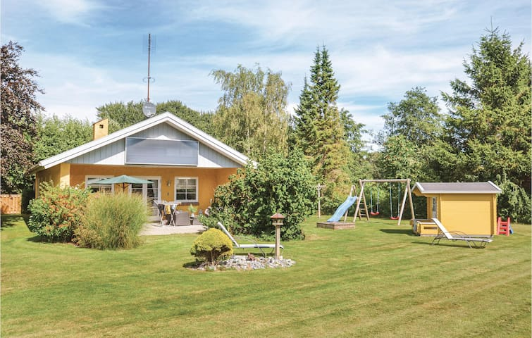 Holiday cottage with 3 bedrooms on 88m² in Væggerløse
