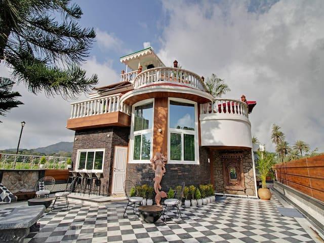 OYO - Lavish 3BHK Well-Furnished Abode in Mount Abu