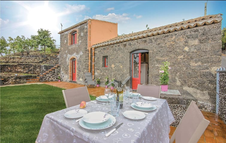 Holiday cottage with 1 bedroom on 53m² in S.Alfio  (CT)