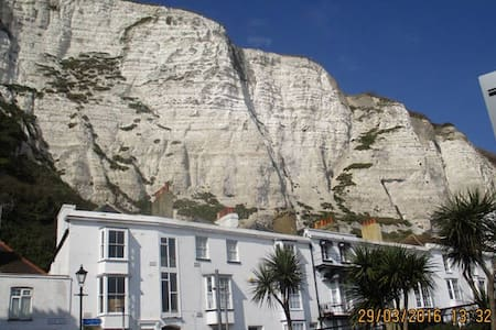 SAME Street as The White Cliffs! - Dover - Huis