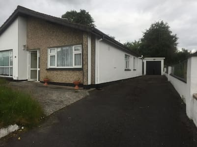 2 bedrooms in the heart of Castlebar