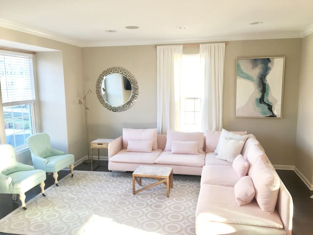 Trendy Decor + Great for Groups - Charlottesville - House