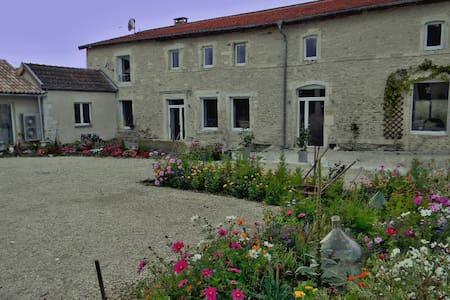 Ferme Pateli - maison d'hôtes en Meuse - Courouvre