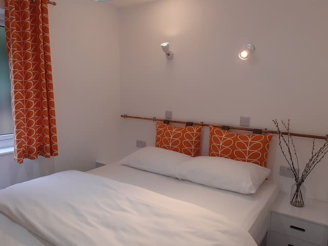 The second bedroom has a zip link kingsize bed but can be made up a twin room if requested