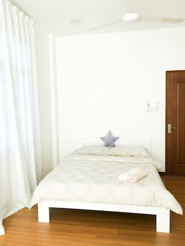 Another room located at level 2, queen-size bed with a feel of a calming and cozy lady room. (Although not necessary for lady ONLY). Tips: Diffuse Lavender + Lemon oil for a soothing calming effect.