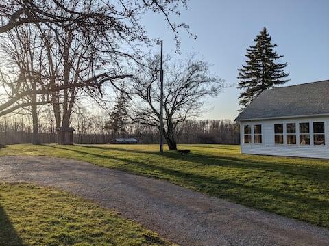 Farm House Suite near Canandaigua Lake-Quiet&Large