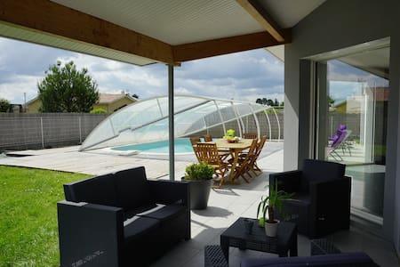 Maison avec piscine, entre Bordeaux et Arcachon - Dům