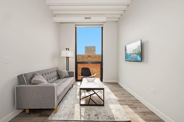 Stylish Modern 1 Bdr Suite Right by Loyola University