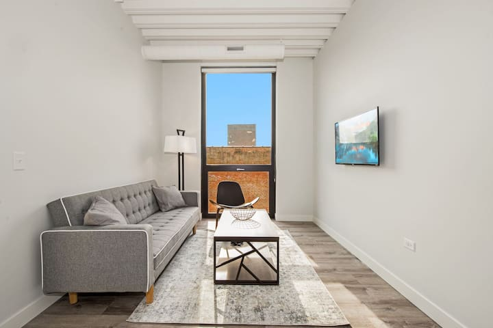 StayGia | Stylish Modern 1BR  Suite | Right by Loyola University
