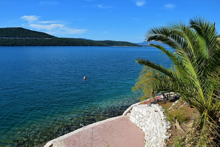 Villa directly by Sea, near Dubrovnik *Lastminute*