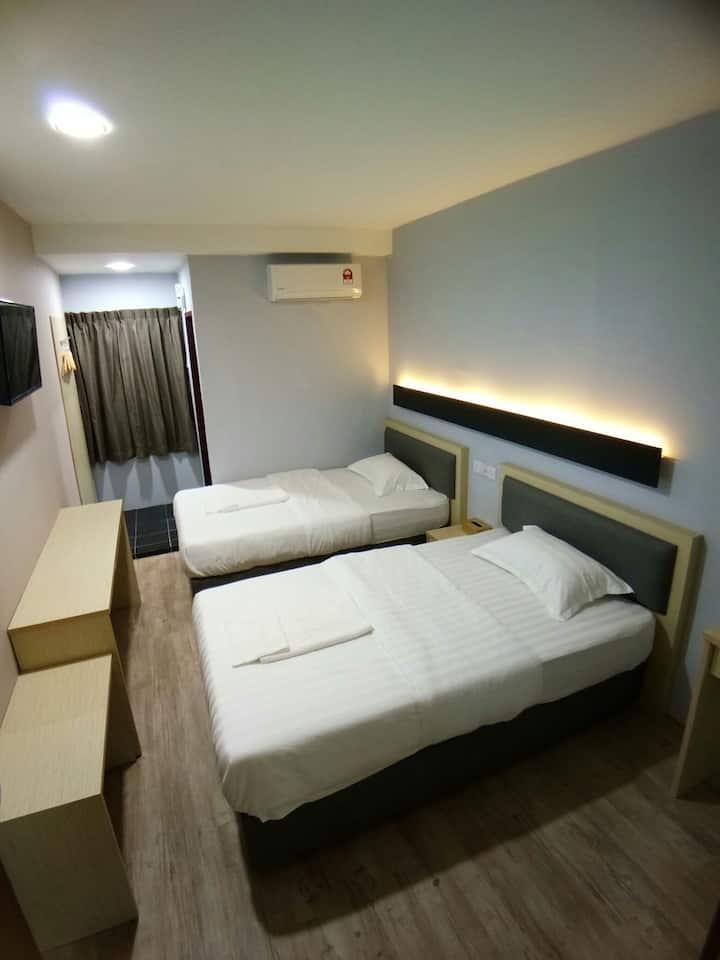 Unikarya  Lodge友家客栈207:(标准双人间建议入住2大2小)靠近机场