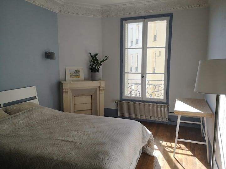 2 rooms apartment, 5 minutes from Paris.