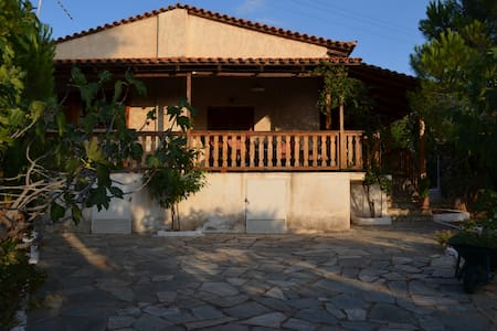Country house outside Athens - Thimari - House