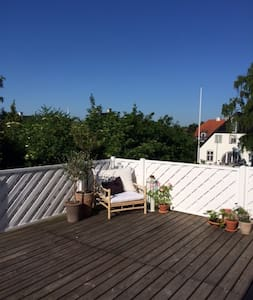 Penthouse with 40 SQM terrace, sun all day long - Charlottenlund