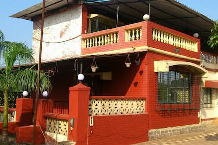 Red Pool Bungalow - Lonavala - 別荘
