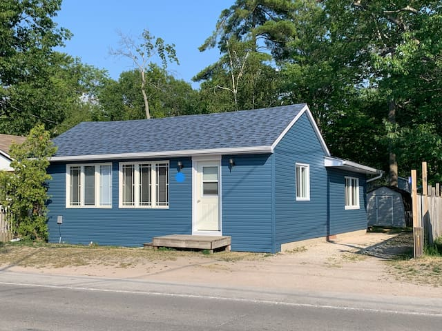 Beautiful Cottage near wasaga beach1 wth AC & Heat