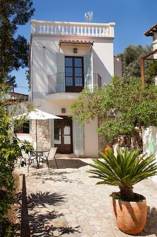 Villa muy acogedora a 2 min de la playa - Portals Nous