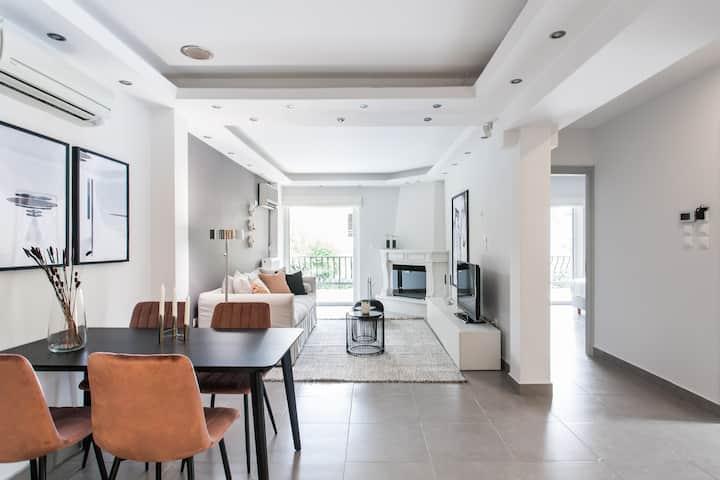 Modernized & Spacious 2BD Apartment in Chalandri