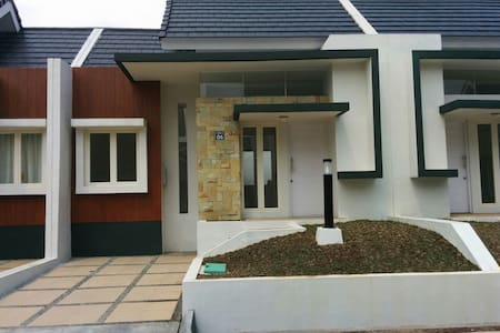 Minimalist House in Rancamaya Golf. - South Bogor - Ev