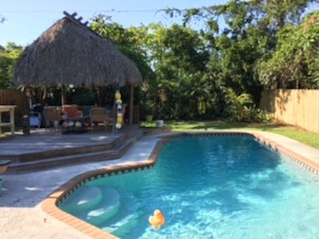 Boca Cottage Private POOL/TIKI HUT/small dogs ok