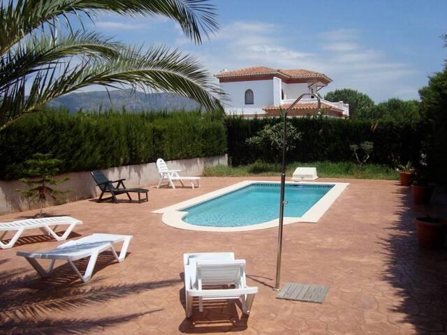 Villa avec piscine privée et wifi gratuit. Plage à 1300m