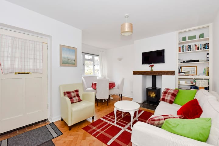 Charming apartment, 30 mins to London by train