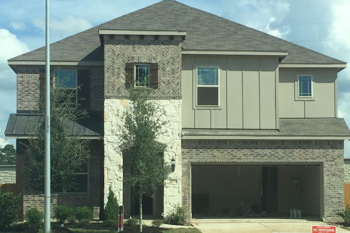 Beautiful Custom Home - Master Suite - Tomball