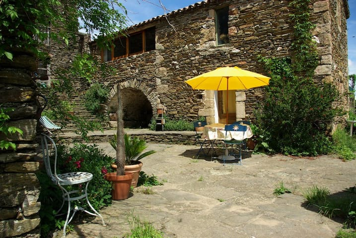 La Clède, une petite cabane de pierres. - Peyremale - Rumah