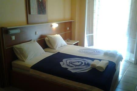 Mama's Rea Apartments N ° 6 - Γαρδενος - Apartment