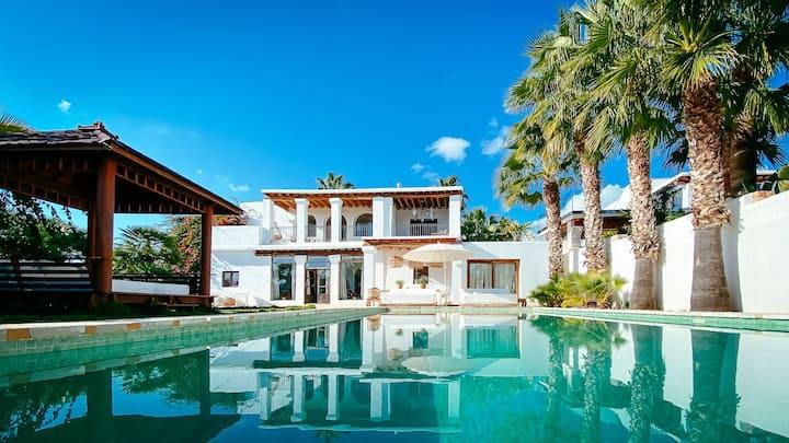 NEW Bohemian Bali Style Villa Oceanview Pool 12PAX