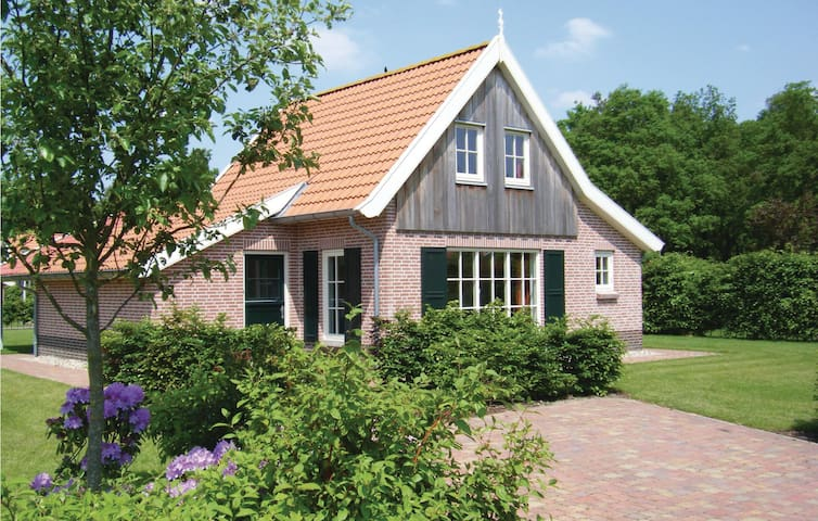 Holiday cottage with 4 bedrooms on 115m² in Hoge Hexel