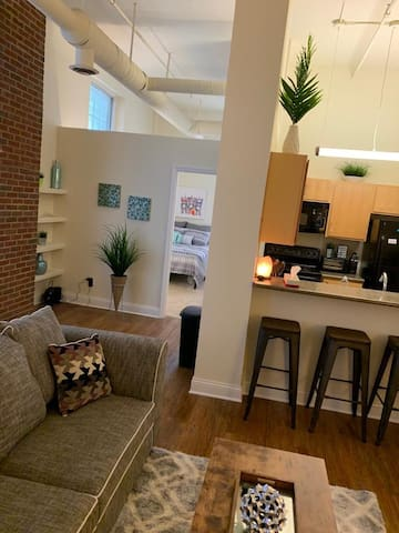 Downtown 1BD Steps to Banker's Life Fieldhouse!