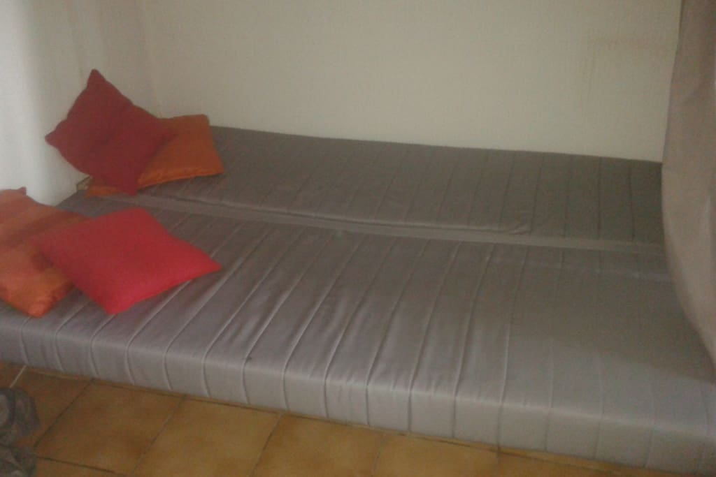 Le lit est prévu pour 2 voyageurs.