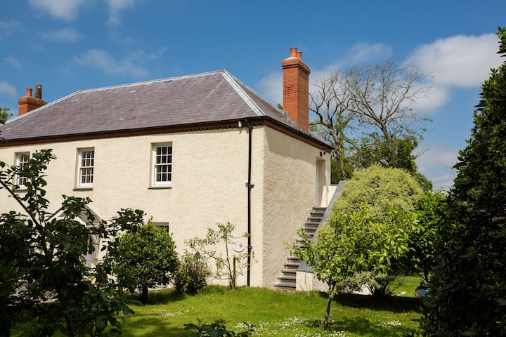 Upper Old Farmhouse, Portclew Cottages, Freshwater East